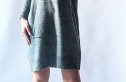 Sukienka oversize z kapturem 06