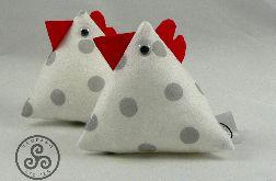Kurka z trójkątów. Biała w szare groszki