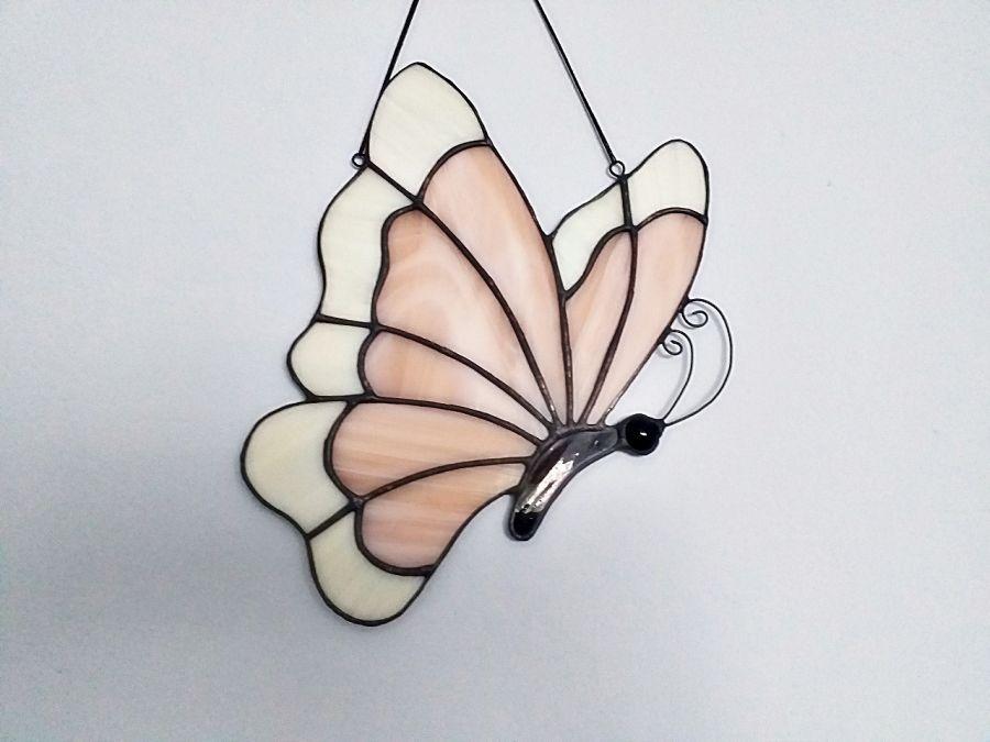Zawieszka Zaczarowany Motyl Tiffany - przykład pracy na zamówienie w kolorze łososiowym