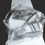 Szara ze srebrem chusta jedwabna