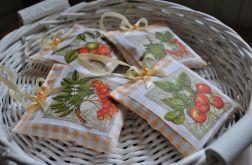 Komplet czterech romantycznych saszetek z lawendą (pomarańczowe z darami lasu)