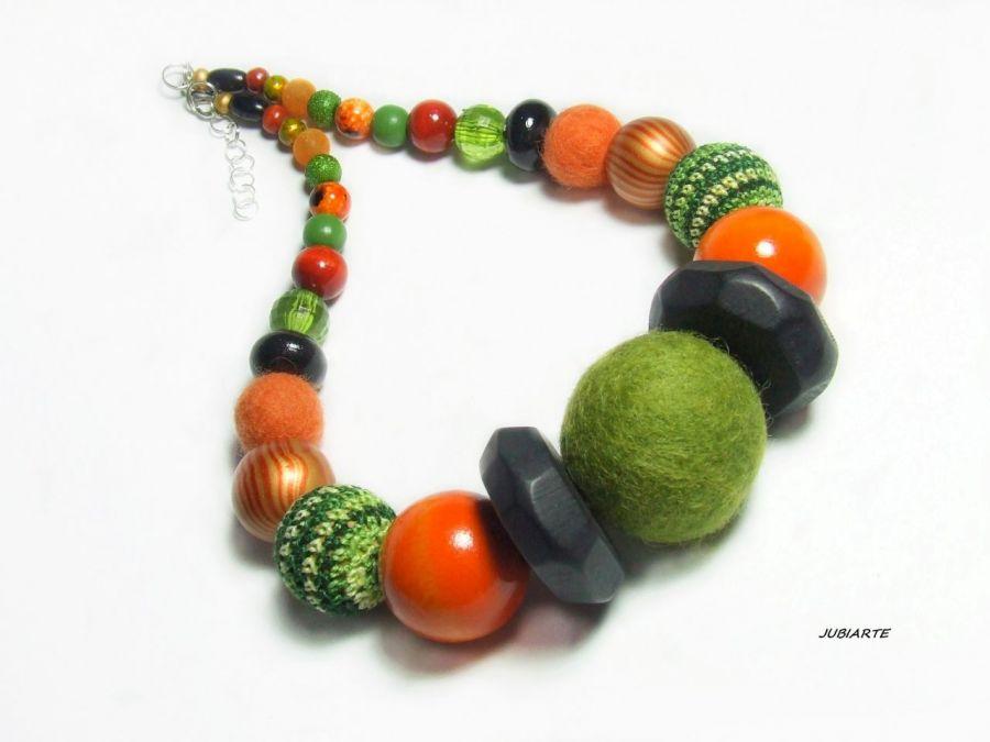 Zielono rude korale w stylu Iris Apfel