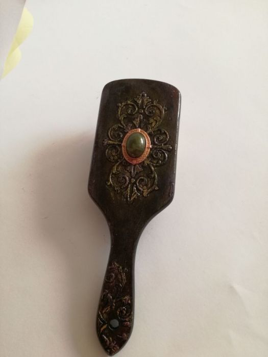 Czarno - złota szczotka do włosów - Szczotka drewniana z oczkiem