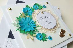 Kartka ślubna w pudełku z niebieskim bukietem