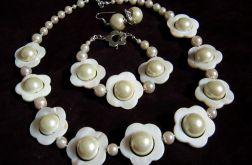 Kremowo perłowe kwiaty, zestaw biżuterii