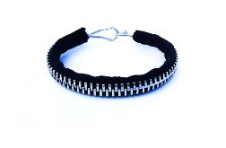 Designerska czarna bransoletka