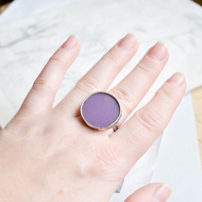 Fioletowe kółko - pierścionek ze szkłem