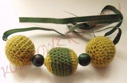 Zielony marmur i szydełkowe korale