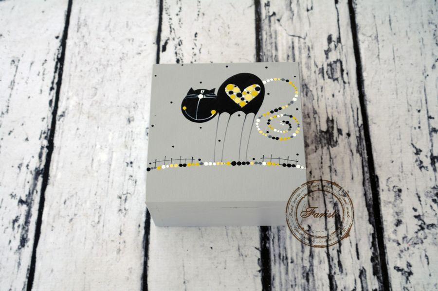 pudełko szare z kotkiem