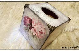 Chustecznik pudełko róże koronki vintage