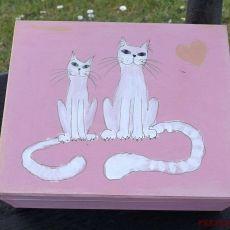 Pudełko malowane - Koty w jasnym różu