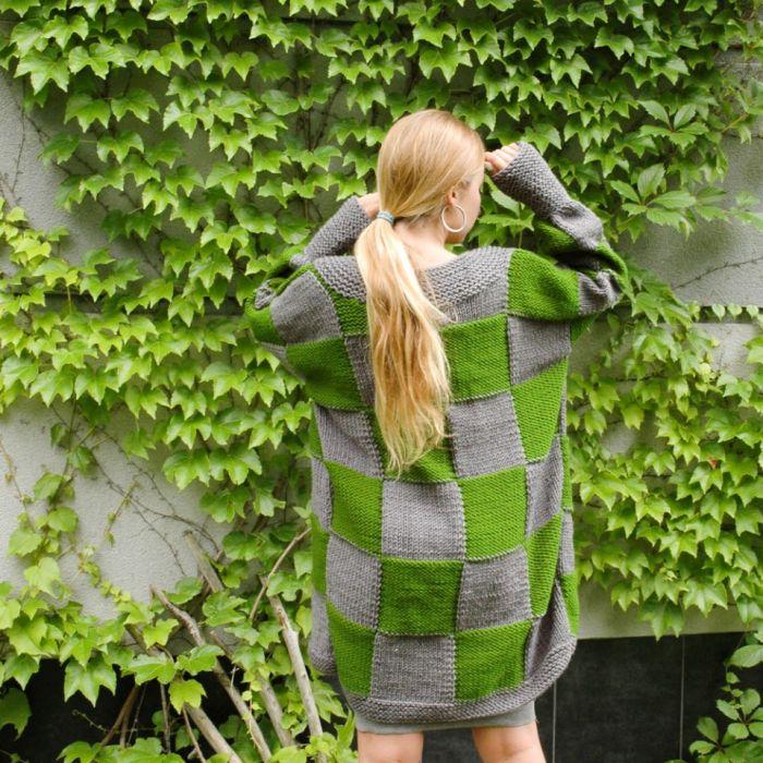 sweter w kwadraty szaro-zielone - tył swetra
