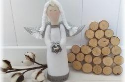 Anioł biało-szary