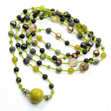 Długi naszyjnik z naturalnych kamieni w kolor