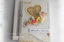 Kartka ślubna z sercem w pudełku róż