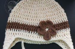 Kremowa czapka pilotka z kwiatuszkiem 36-40