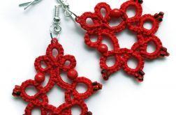 Czerwone koronki kolczykowe