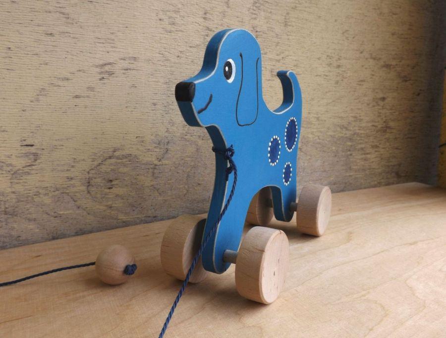 Drewniany piesek do ciągania, błękitny - półprofil pieska błękitnego