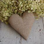 Beżowe kropeczki i len - serce rustykalne - serce z lnu