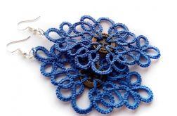 Niebieski frywolitki z guzikiem