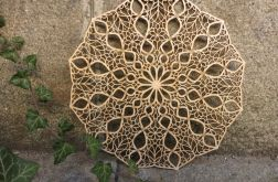 Drewniana mandala przeplatana