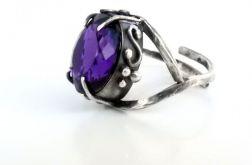 Pierścień srebrny z królewskim ametystem