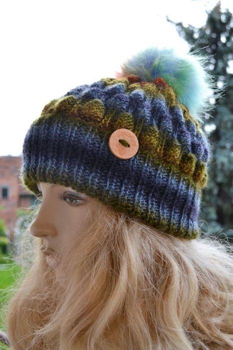 Melanżowa kolorowa czapka w bąble