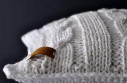 dziergana poszewka na poduszkę biała