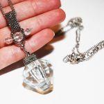 Kryształowy wisior z miejscem na skarb