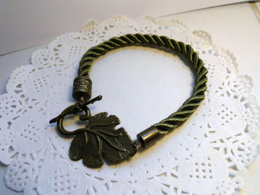 Bransoletka z ozdobnym listkiem (zielona) -