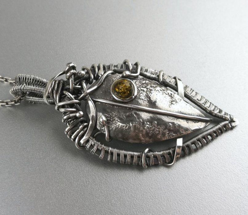 Srebrny wisiorek liść z bursztynem Bursztyn