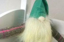 Skrzat z zieloną czapeczką