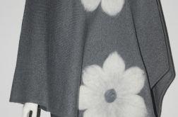 Ponczo wełną zdobione w kwiaty 1