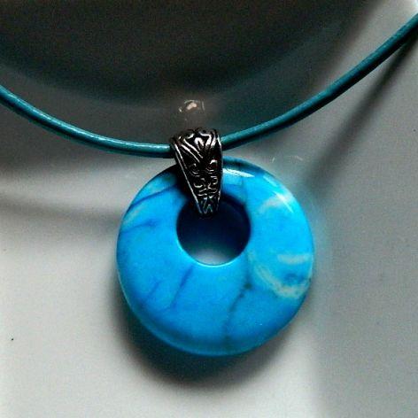 Niebieski agat szalony, wisiorek z dziurką