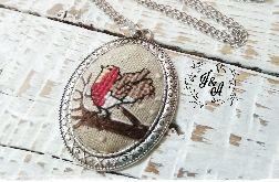medalion z zimowym ptaszkiem