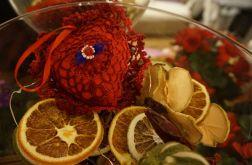 Serduszko szydełkowane w kolorze czerwonym
