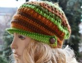 W kolorze zielonym z brązem kaszkiet -czapka z daszkiem,unikalna i cieplutka ;o)
