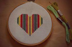 Ręcznie haftowany obrazek SERDUSZKO W BARWACH REGGAE haft krzyżykowy