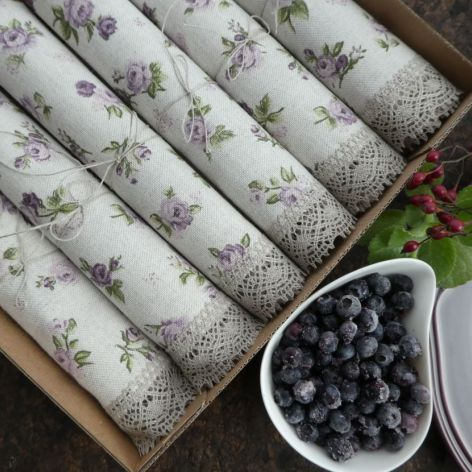 Zestaw serwet różyczki fioletowe