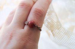 Karolina - pierścień z koralem