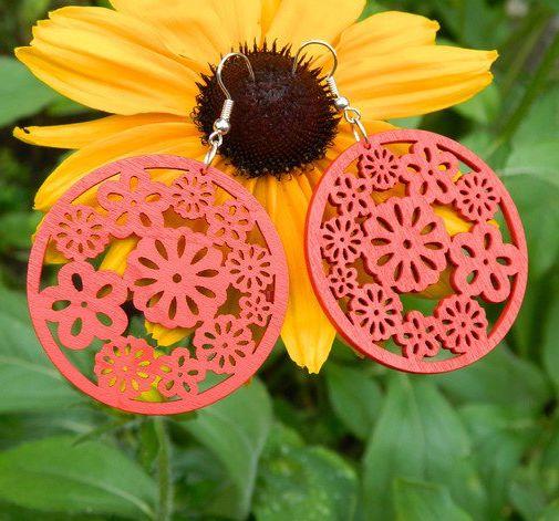 Kolczyki czerwone, wzór kwiatowy