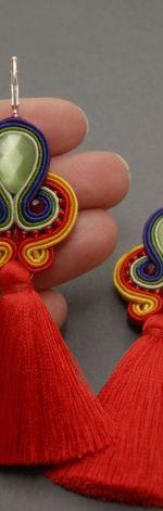 kolorowe kolczyki lub klipsy sutasz z chwostami