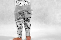 Spodnie z motywem trampek