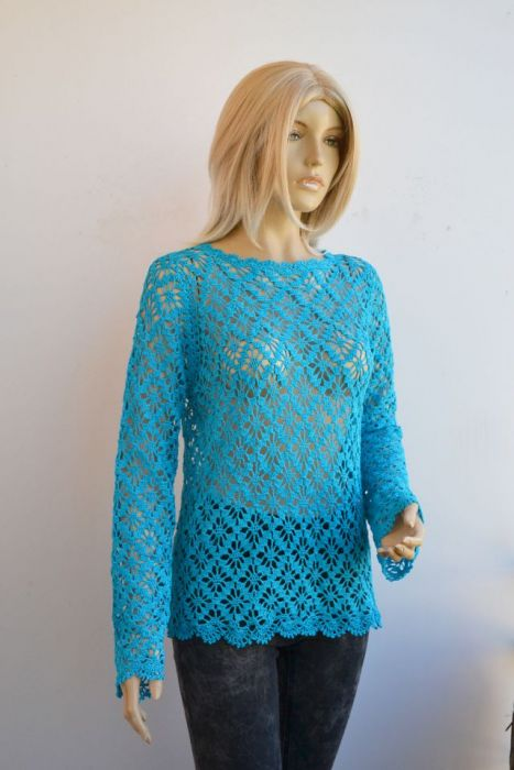 Turkusowy sweterek