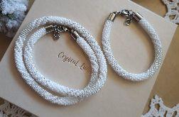 naszyjnik, bransoletka w kolorze bieli i srebra