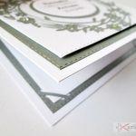 Kartka PAMIĄTKA CHRZTU biało-szara - Biało-szara kartka na Chrzest w ozdobionej kopercie