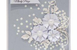 Kartka ślubna białe kwiaty na jasnoszarym tle