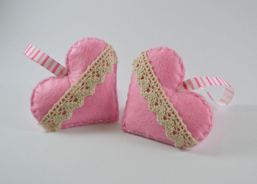 Dwa Różowe serduszka -zawieszka z filcu