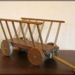 Wóz drabiniasty z drewna-kwietnik