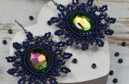 Ażurowe. eleganckie kolczyki z kryształami